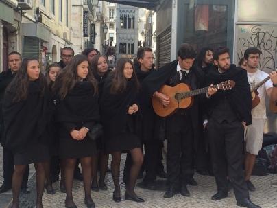School kids singing